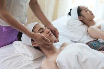 Fototapeta na wymiar Young woman with thai massage.