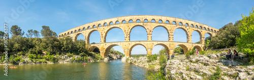 Staande foto Artistiek mon. Touists at Pont du Gard in Nimes, France