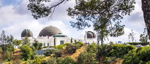 Photo Stands Los Angeles Astronomical Observatory and Griffith Park. Tourist attraction of the DLOS of Angeles, CA