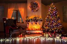 Aufwendig Geschmücktes Weihnachtszimmer Mit Wunderschönen Weihnachtbaum Und Geschenken