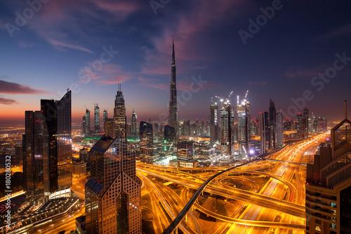 Foto  Eine Metropole im Lichterglanz, Dubai