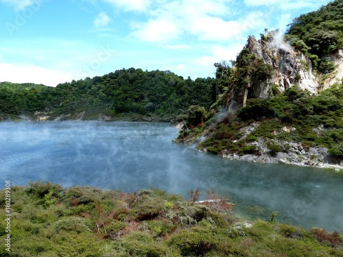 Foto op Aluminium Indonesië geotermal area park with colored lake in Rotorua, New Zealand