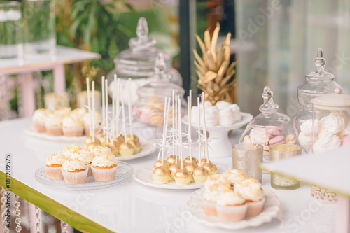 Foto-Lamellenvorhang - Wedding candy bar table. Cakes and other sweets (von Mr. Music)