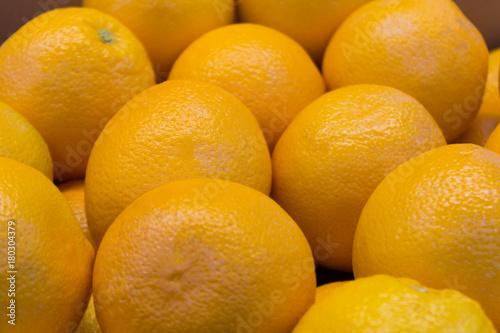 arge-juicy-oranges-closeup