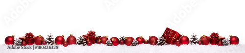 Fotografía  Red christmas balls with xmas present gift boxes in a row isolated on snow, Chri