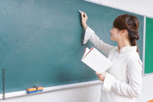 授業をする女性教師 Fototapete