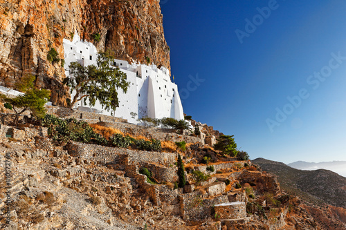 Photo The monastery of Hozoviotissa in Amorgos, Greece