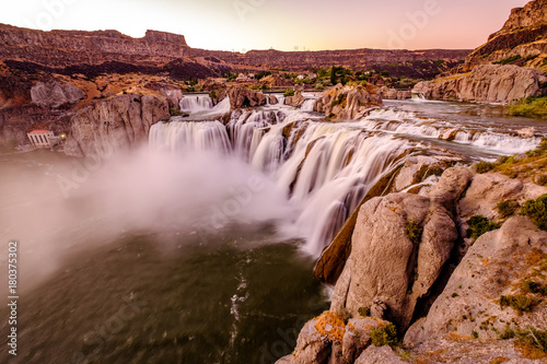 Photo Stands United States Shoshone Falls at sunset in Twin Falls, Idaho