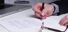 Arbeitsvertrag, Einen Vertrag Unterschreiben