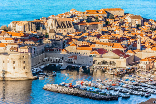 Photo  Dubrovnik aerial landscape harbor