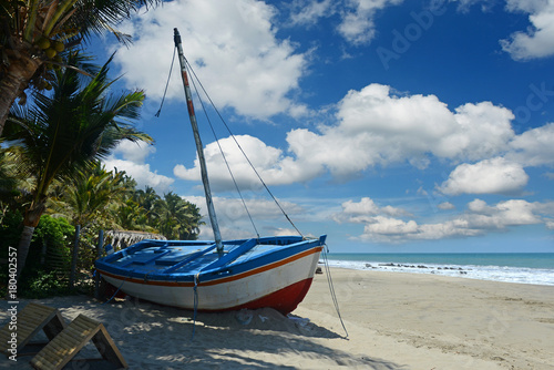 Spoed Foto op Canvas Zuid-Amerika land View of rustic boat at the beach