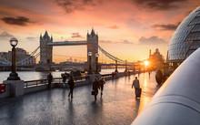 Rush Hour In London Bei Sonnen...