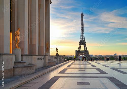 Printed kitchen splashbacks Eiffel Tower Eiffel Tower from Gardens of the Trocadero square at sunrise, Paris France