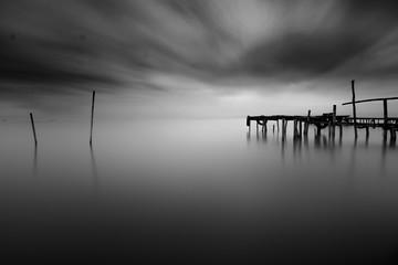 Obraz na Szkle Minimalistyczny Pier in beach Minimalism BW