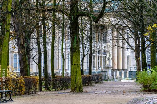 Fototapeta Fragment Pałacu na Wodzie, klasycystyczny pałac w Łazienkach Królewskich w Warszawie.
