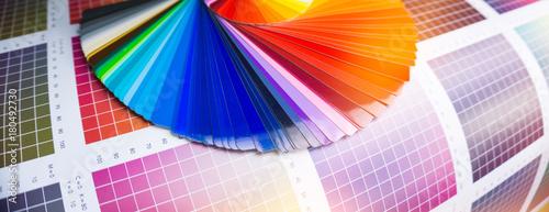 Fotomural Farbfächer für Klebefolien in der Werbetechnik
