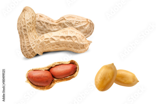 Photo peanuts isolated on white