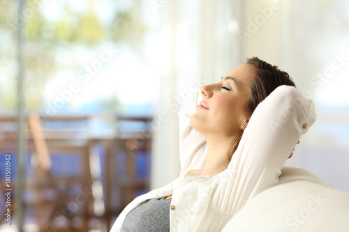 Deurstickers Ontspanning Woman relaxing on vacations in an apartment