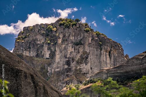 Plakat Charakter scenerii z ogromną skałą, w Meteory, Grecja