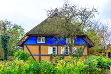 Idyllic Thatched-roof Cottage ...