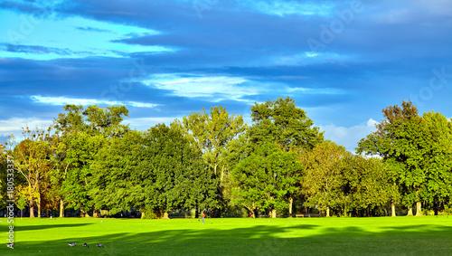 Keuken foto achterwand Vliegtuigen, ballon City park. Panorama of a beautiful park