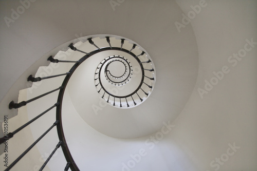 In de dag Spiraal Escalier en spirale dans un phare vue de dessous