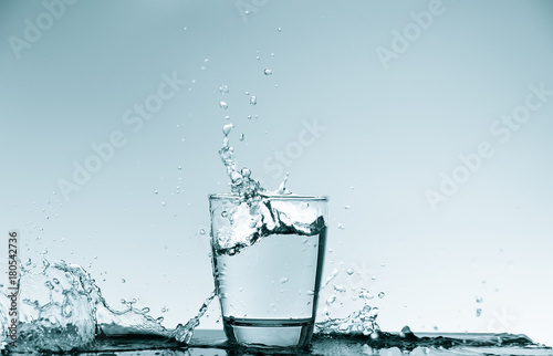 Papiers peints Eau Water splash in glass. Drinking water concept