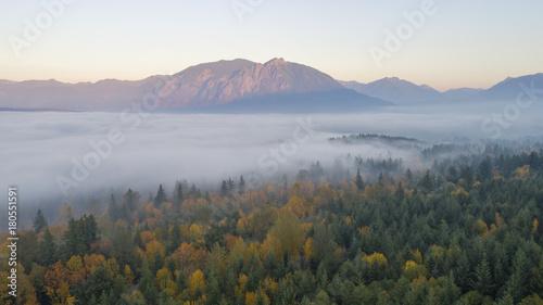 Obraz Snoqualmie Valley, Washington Autumn Pacific Northwest Forest Landscape Foggy Cloud Cover Mount Si - fototapety do salonu
