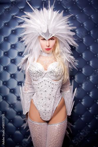 Pretty Strange Dancer Woman Wearing White Freak Carnival Costume Tablou Canvas