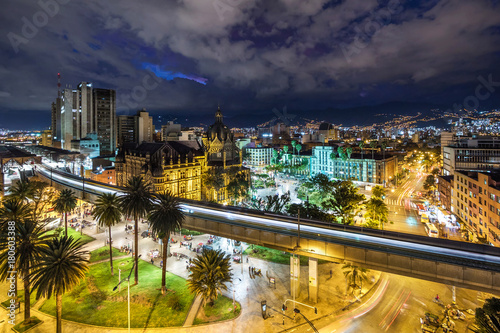 Foto op Plexiglas Zuid-Amerika land Plaza Botero square and Downtown Medellin at dusk in Medellin, Colombia.
