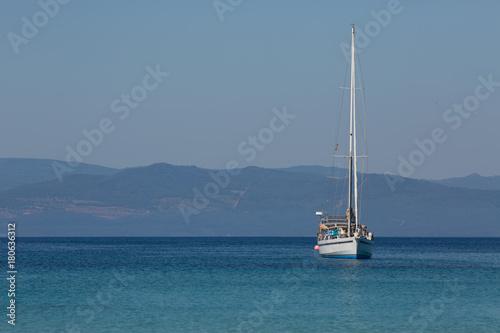 Photo  Jacht przy brzegu