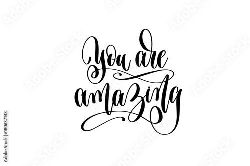 pozytywny-cytat-you-are-amazing-pisana-czcionka
