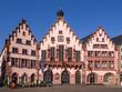 Frankfurt - Haus zum Römer sonnig und entzerrt