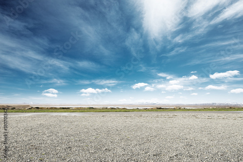 empty dirt floor with snow mountains in blue sky Slika na platnu