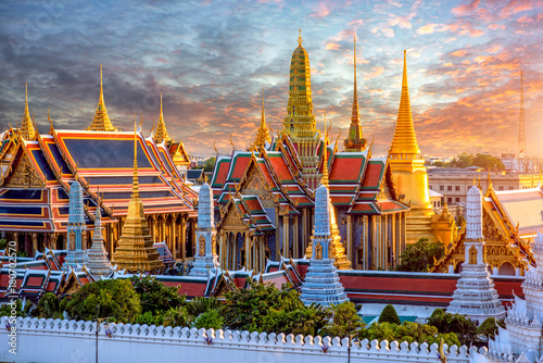 In de dag Bangkok Grand palace and Wat phra keaw at sunset at Bangkok, Thailand