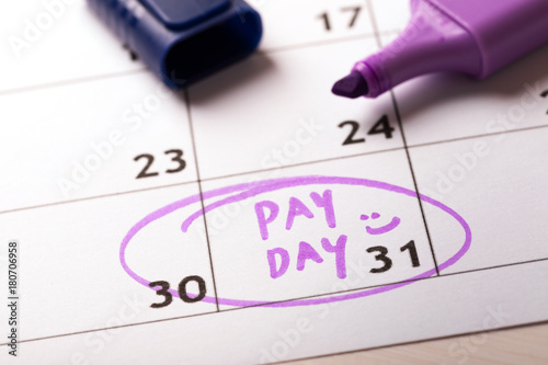 Fotografía  payday concept calendar with marker and circled day of salary
