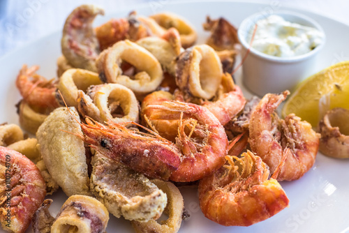 Fototapeta Mixed deep-fried fish, shrimp and squid platter obraz
