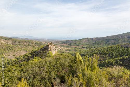 Foto op Plexiglas Rudnes Ruin av en borg på en bergstopp i nationalpark
