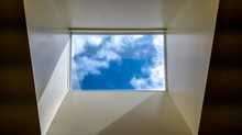 Modern Interior Skylight Showi...