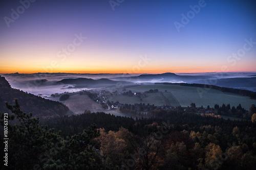Papiers peints Morning Glory Papststein, Elbsandsteingebirge vor Sonnenaufgang