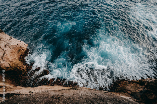 Foto auf Gartenposter Wasser Aerial view to ocean waves and rock coast