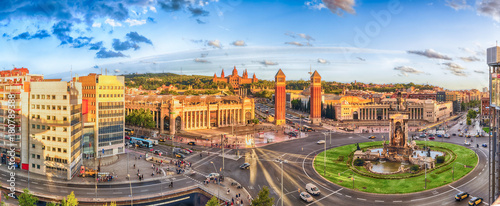 Photo Panoramic aerial view of Placa d'Espanya in Barcelona, Catalonia, Spain