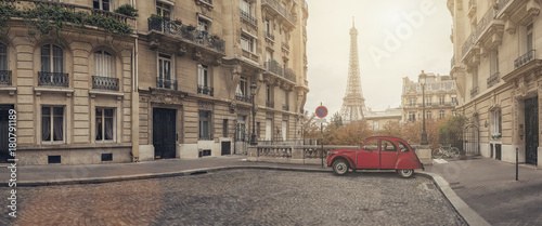 Spoed Foto op Canvas Parijs small street in paris with view on the famous eifel tower - panroama