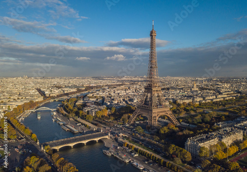 Fotobehang Parijs Cityscape of Paris. Aerial view of Eiffel tower