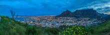 Panorama Aufnahme Von Kapstadt Mit Tafelberg Vom Signal Hill In Der Abenddämmerung Mit Beleuchteter City Fotografiert In Südafrika Im September 2013