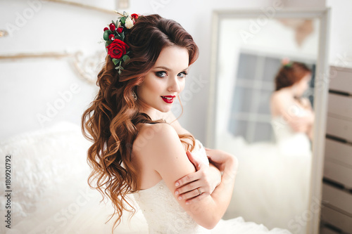 Stampa su Tela Beautiful bride portrait with bright make-up