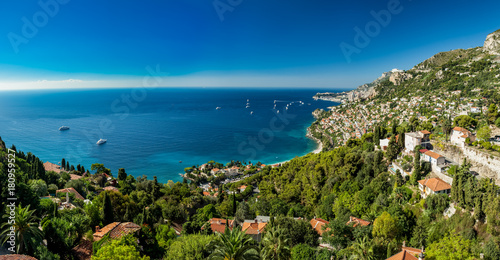 Foto Panoramic view of Roquebrune Cap Martin showing coastline with yachts