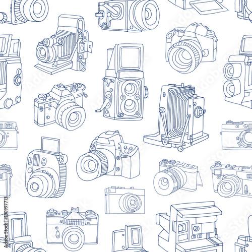 monochromatyczny-bezszwowy-wzor-z-stara-i-cyfrowa-fotografii-kamer-reka-rysujaca-z-blekitnymi-konturowymi-liniami-na-bialym-tle