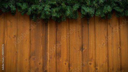 Zdjęcie XXL Bożenarodzeniowe jedlinowe gałąź przed drewnianym tłem