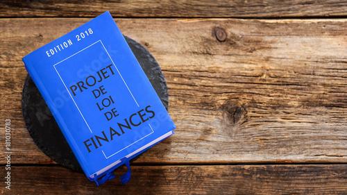 projet de loi de finances (sur fond bois) Canvas Print